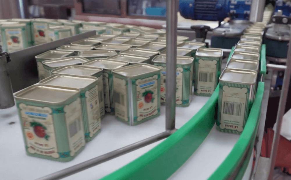 Cómo se hace el pimentón de La Vera: zona de envasado de latas